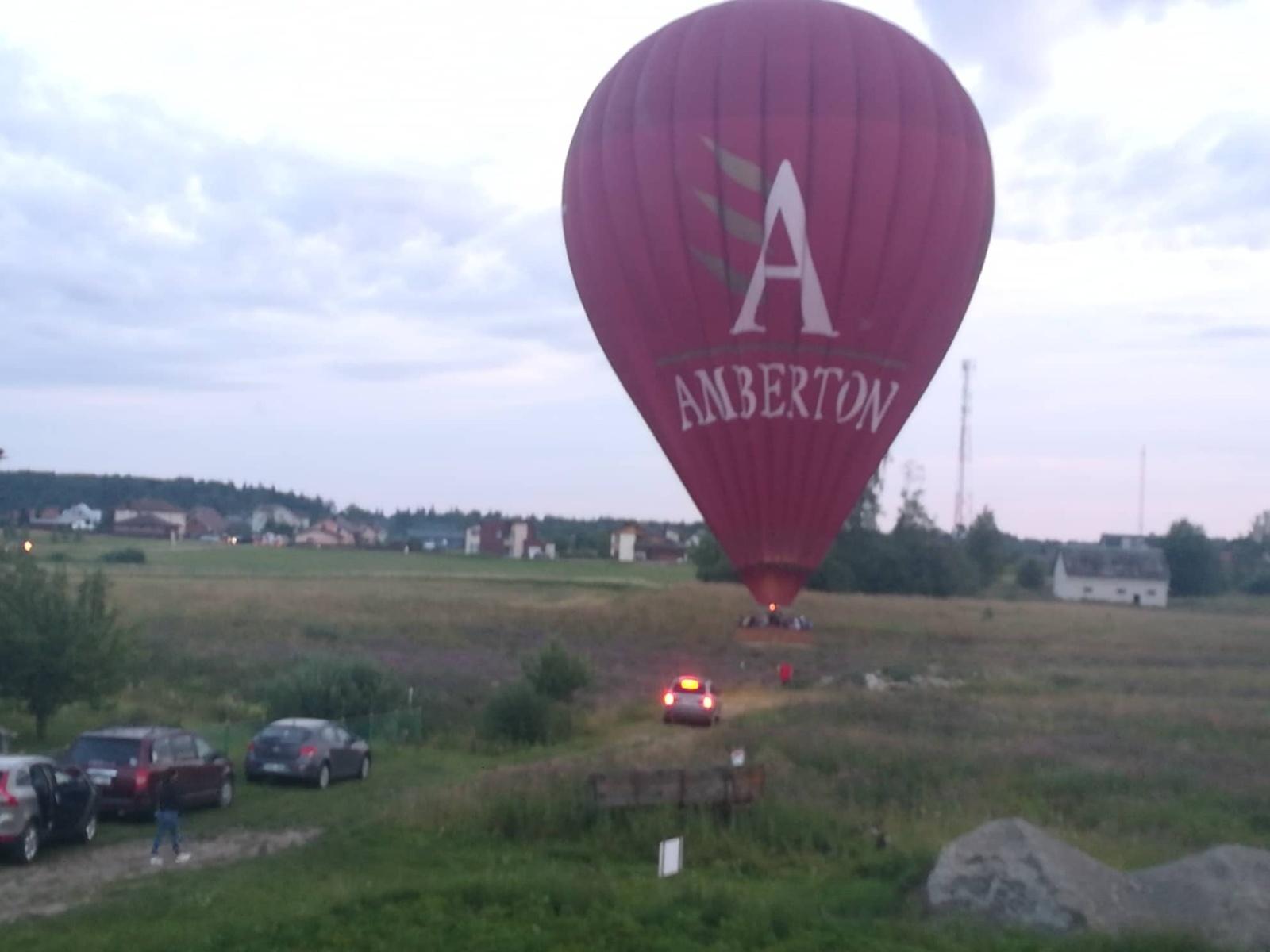 Šiaulių rajone tarp gyvenamųjų namų nusileido oro balionas