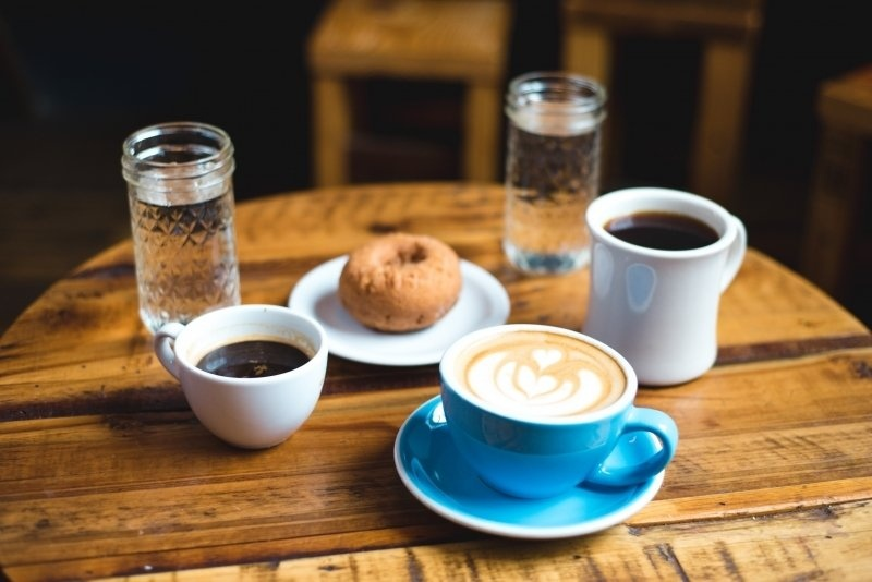 Kavos gėrimo ypatybės pasaulyje