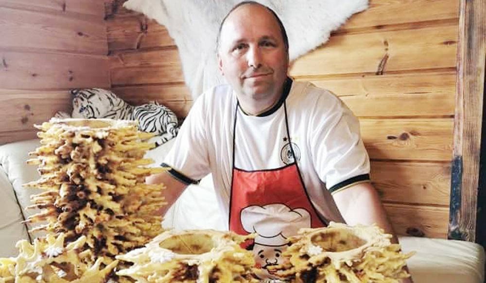 Mokyklų direktorių šeima puoselėja kulinarinį paveldą: žmona kepa duoną, vyras - šakočius