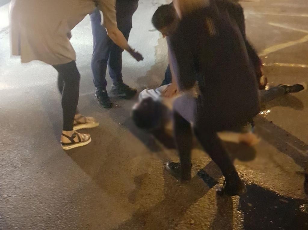 Kraupus vakaras Romainiuose: nudurtas jaunas vyras