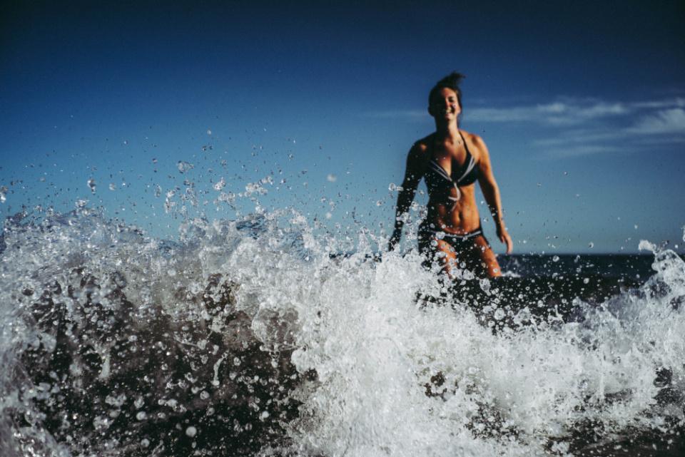 Pavojus vandenynuose: vos per 10 min. bakterijos kolonizuoja jūsų odą
