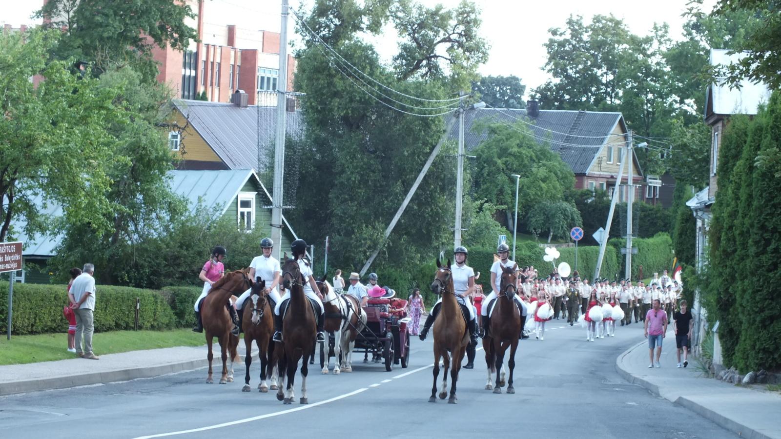 Kaimynai kviečia į miesto šventę!