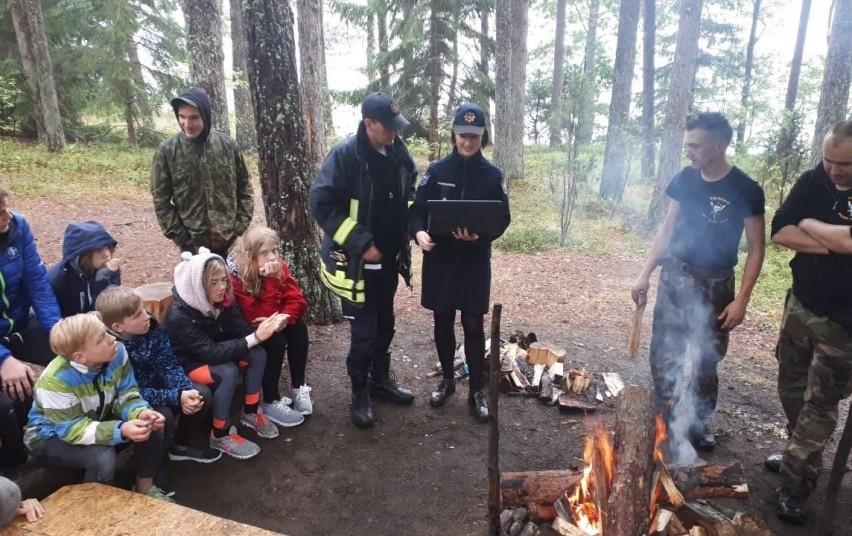 Švenčionių ugniagesiai susitiko su skautais