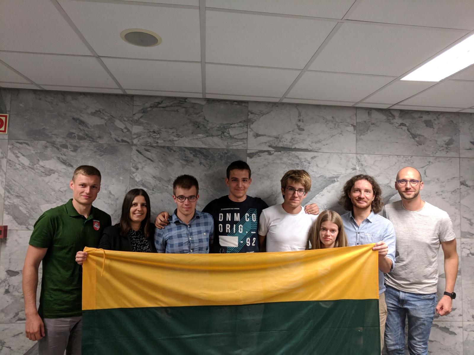Tarptautinėje biologijos olimpiadoje Lietuvos komanda iškovojo aukso,  bronzos medalius ir pagyrimo raštą