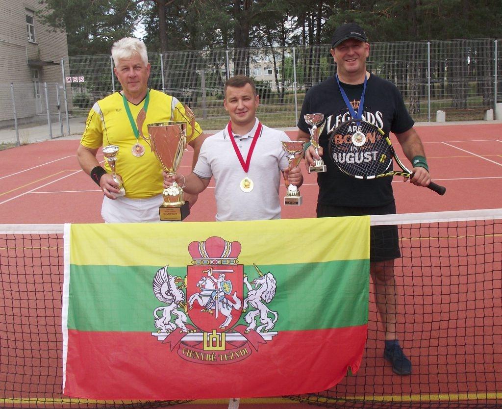 Vasaros lauko teniso turnyrą laimėjo Darius Budėnas