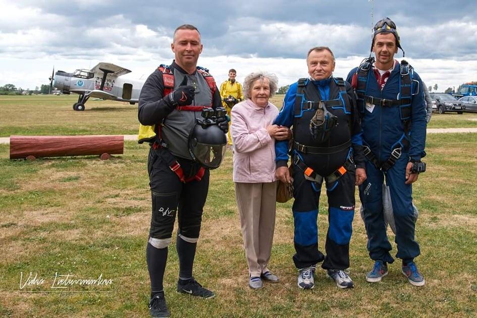 Gimtadienio proga – šuolis parašiutu