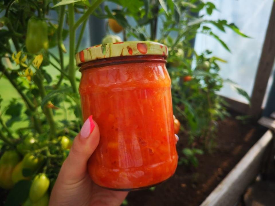 Pomidorų perteklius? Gaminkite naminį saldžiarūgštį padažą