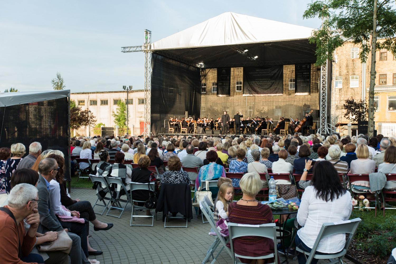 Netikėtas muzikinis derinys Šiauliuose – lūpinė armonikėlė ir simfoninis orkestras