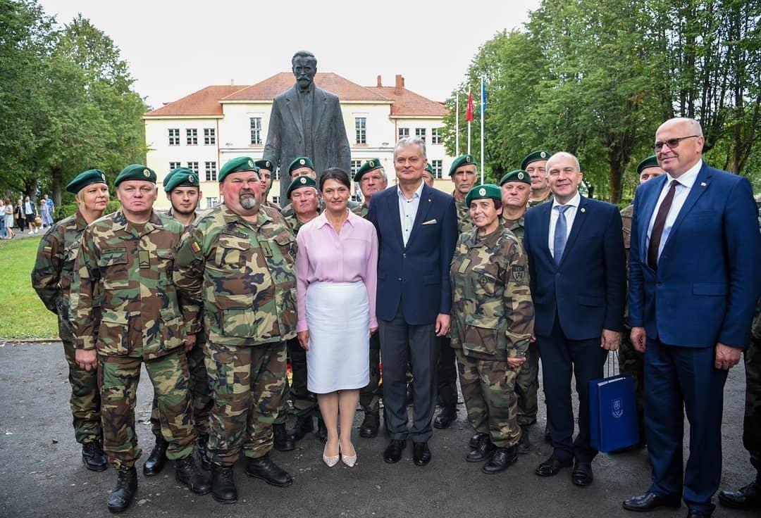 Šalies vadovas atidengė Prezidento A. Smetonos paminklą