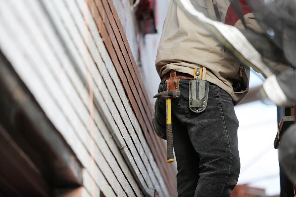 Laisvų darbo vietų padaugėjo pramonėje, sumažėjo statyboje