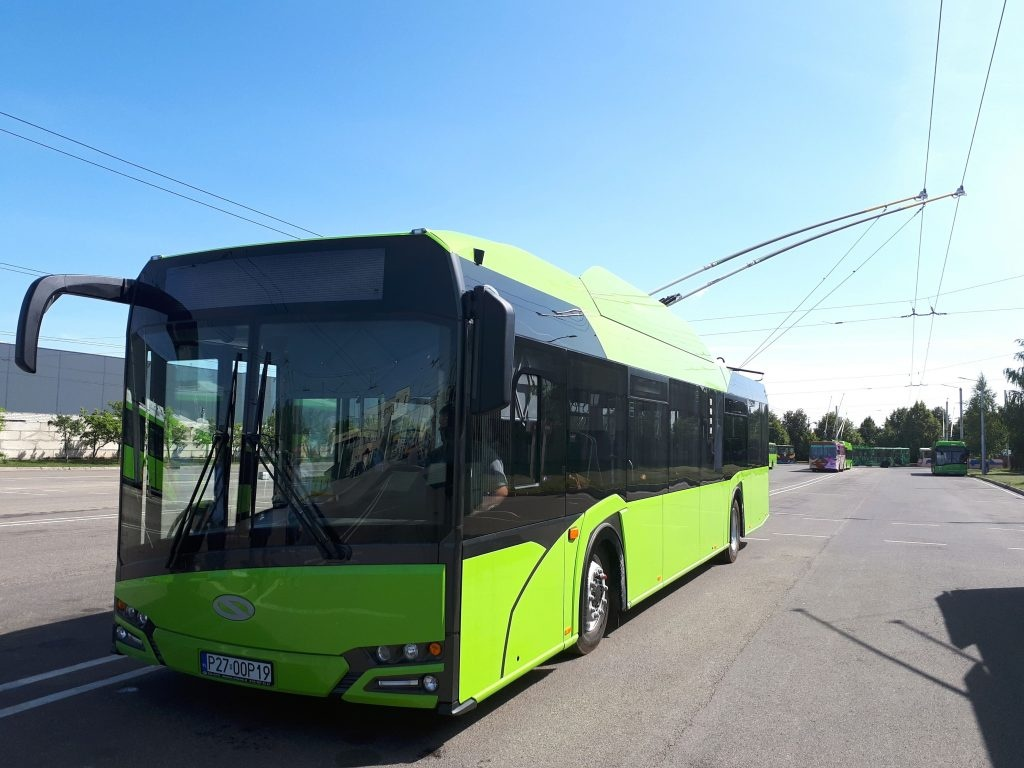 """Pirmi """"Kauno autobusų"""" bendrovės šiemet įsigyti nauji troleibusai į gatves išvažiuos rugsėjį"""