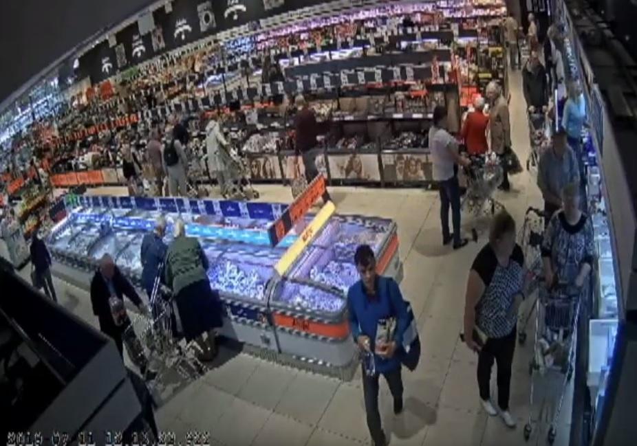 Policija prašo pagalbos atpažįstant asmenis, vogusius alkoholį (vaizdo įrašas)