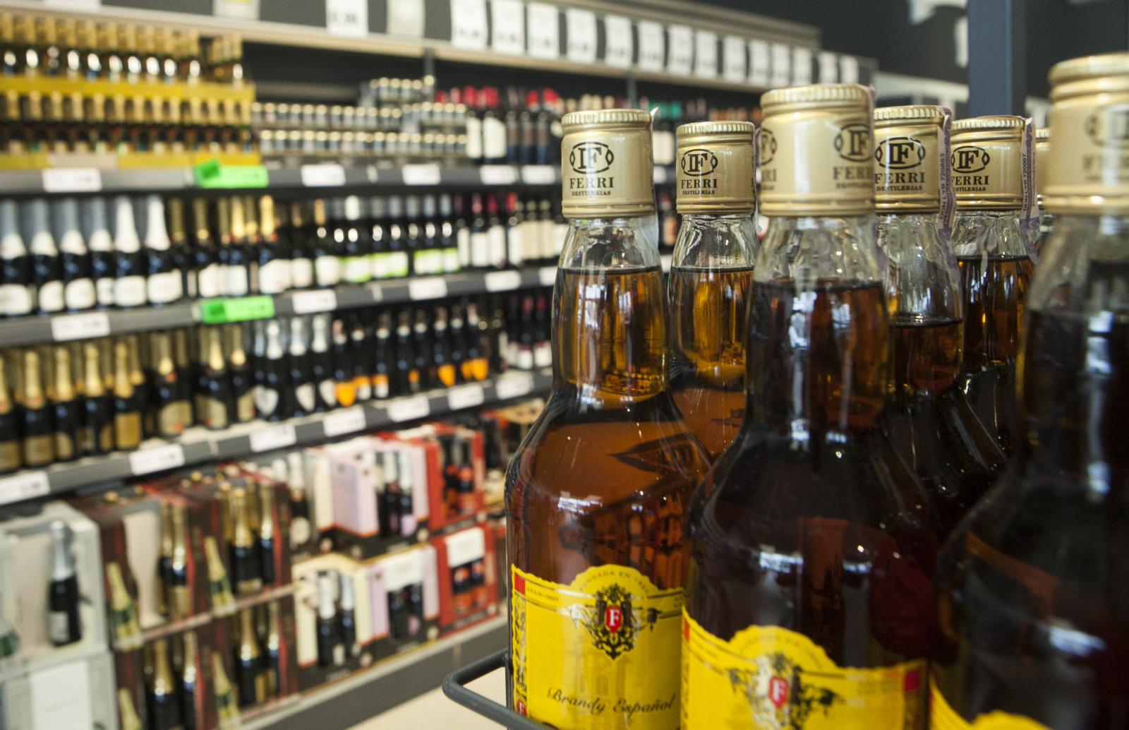 A. Širinskienė kritiškai vertina siūlymą ilginti alkoholio prekybos laiką, G. Kirkilas jam pritaria
