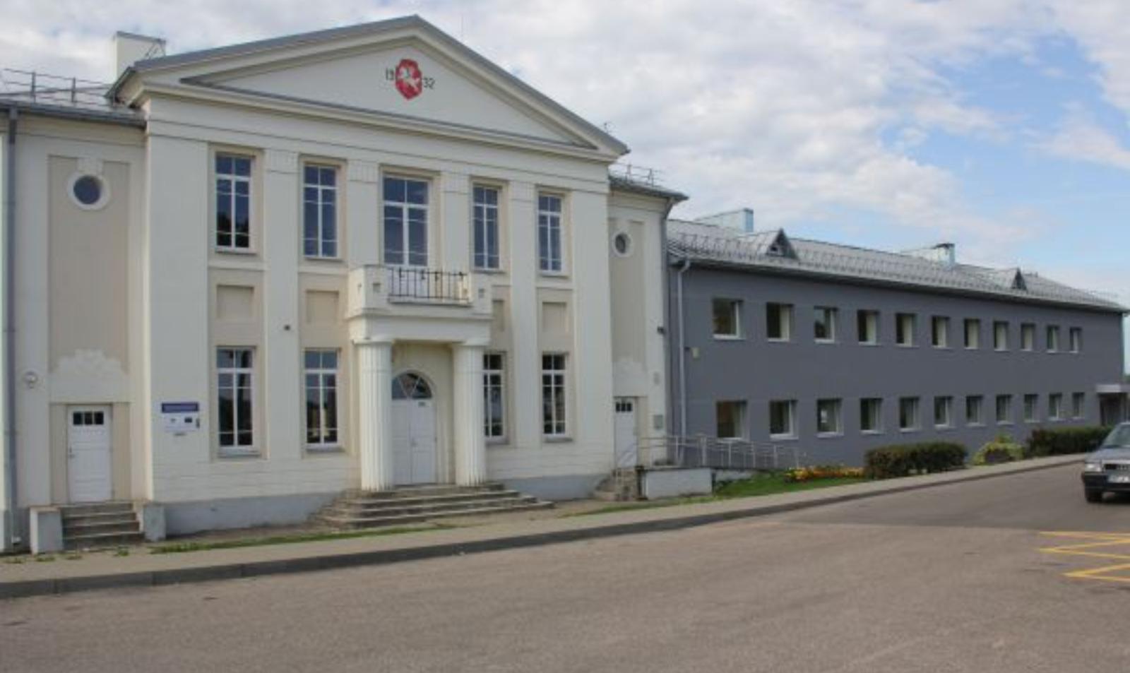 Sutvarkytas Semeliškių gimnazijos priestatas