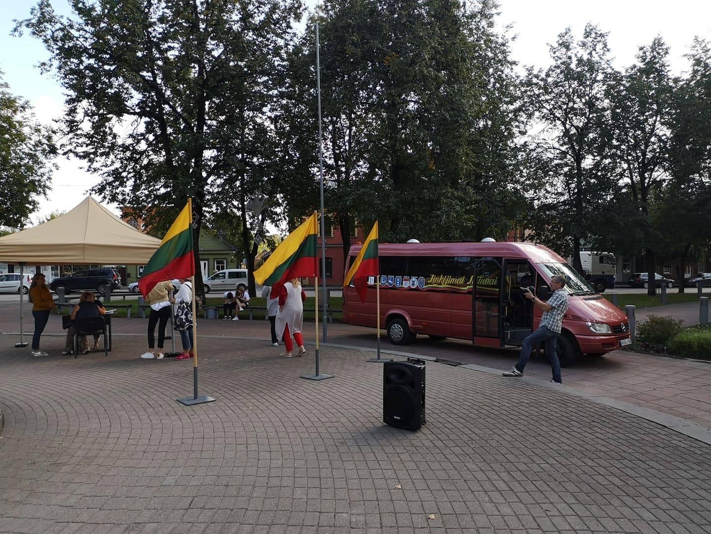 Į Anykščius atvažiavo Laisvės autobusiukas