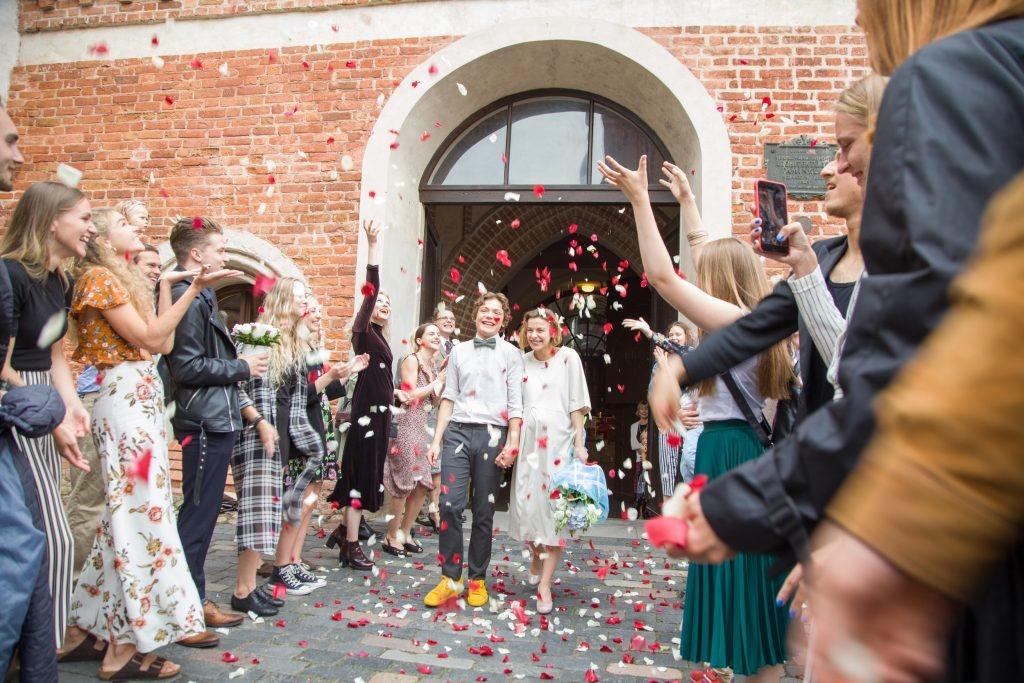 Sostinėje susituokė jau 4 tūkstančiai porų: naujos erdvės, neįprasti svečiai ir naujos mados