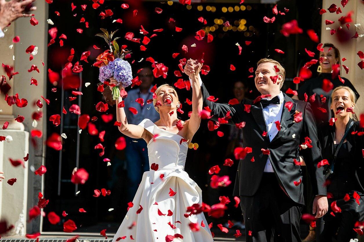 Ilgai ir laimingai: susituokė Ugnė Galadauskaitė ir Marius Siparis, vestuvėms pasirinkę ypatingą datą (nuotraukų galerija)