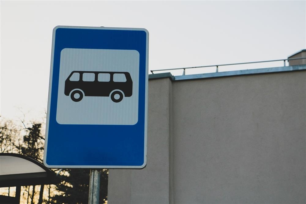 Autobusų stotelėje apvogta moteris