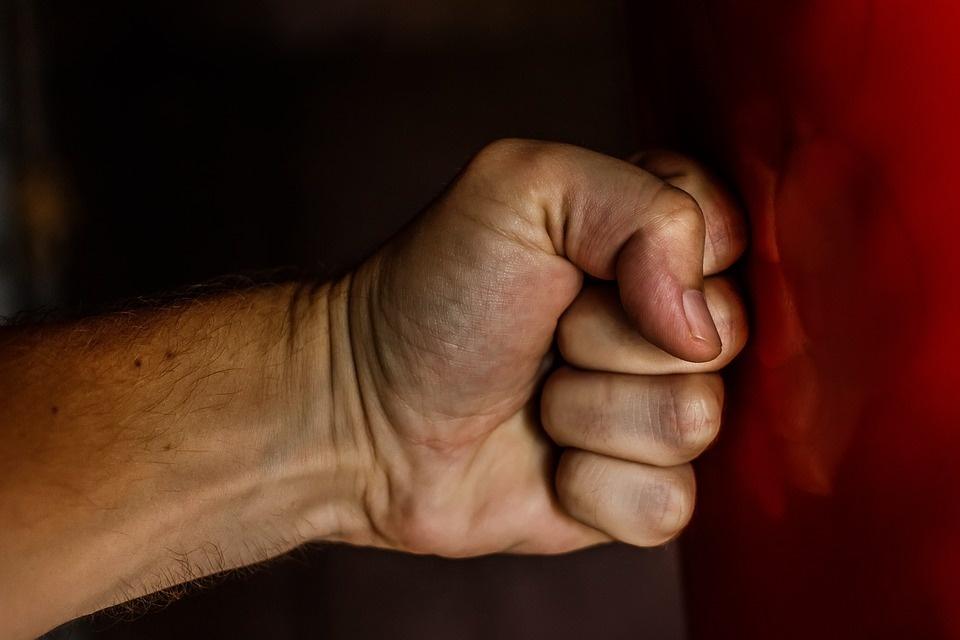 Zarasų rajone vyras sukėlė fizinį skausmą moteriai
