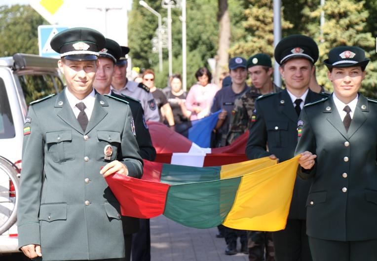 Įspūdinga Lietuvos trispalvių vėliavų akcija Pagėgiuose