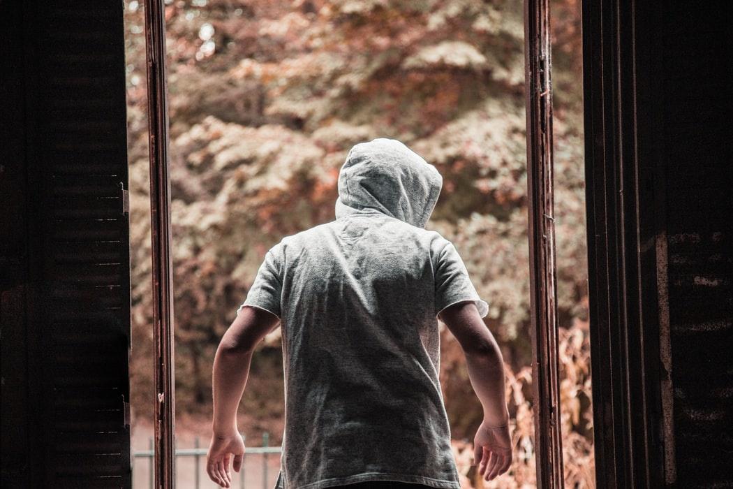 Sulaikytas paauglys, įtariamas grasinęs nepilnamečiams
