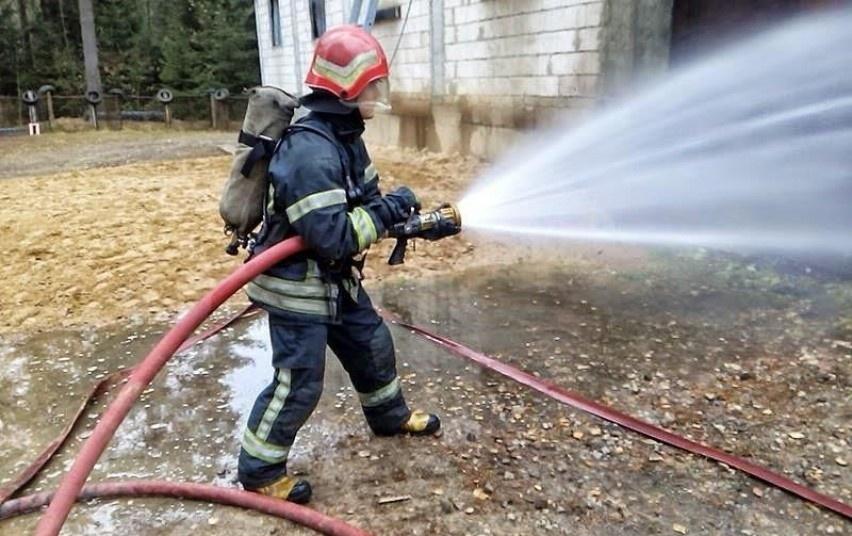 Radviliškio rajone degė daržinė