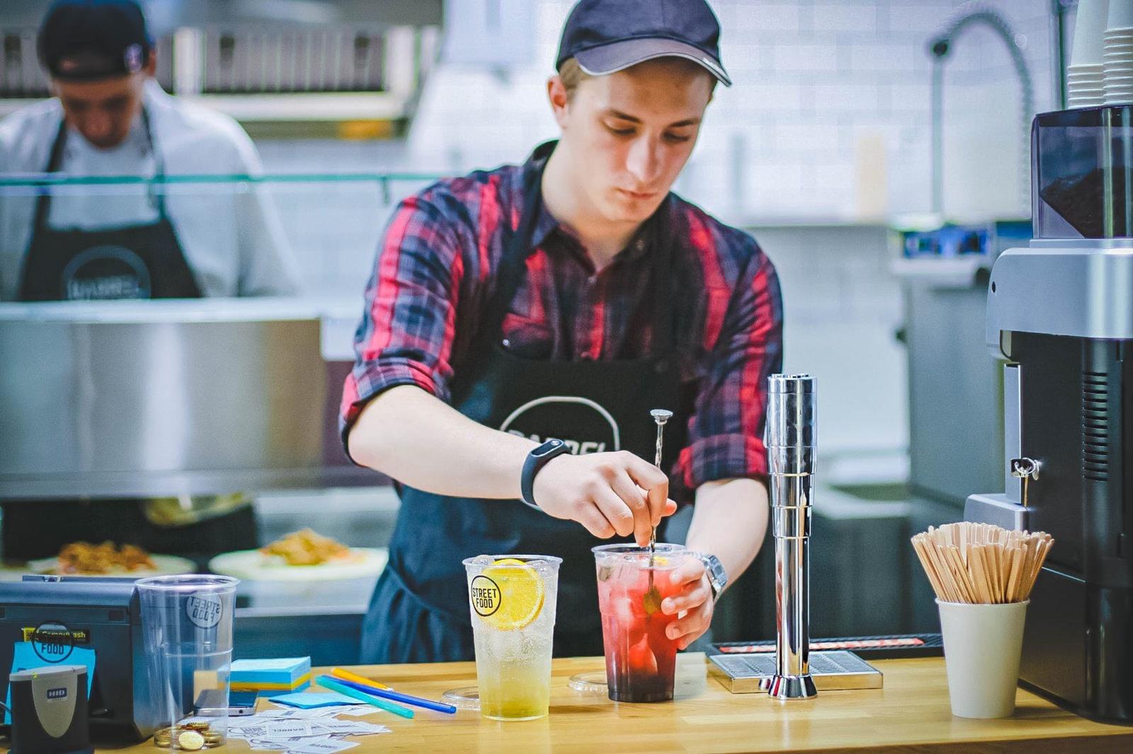 Lietuvoje dirba trečdalis jaunimo: darbdaviai jau laukia sugrįžtančių studentų