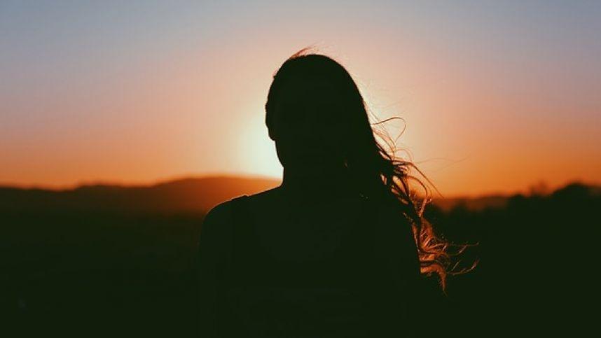 Gyvenimas kito šešėlyje: 5 požymiai, kad prarandate save santykiuose
