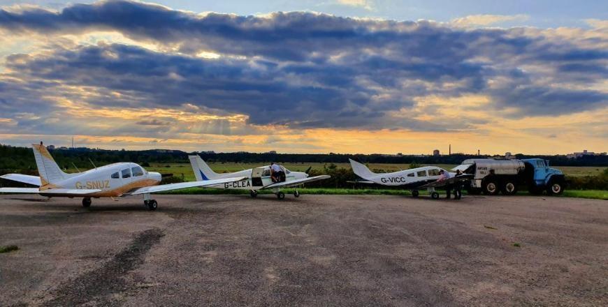 Po pasaulį keliaujantys aviatoriai nusileidimui Lietuvoje pasirinko Alytų (vaizdo įrašas)
