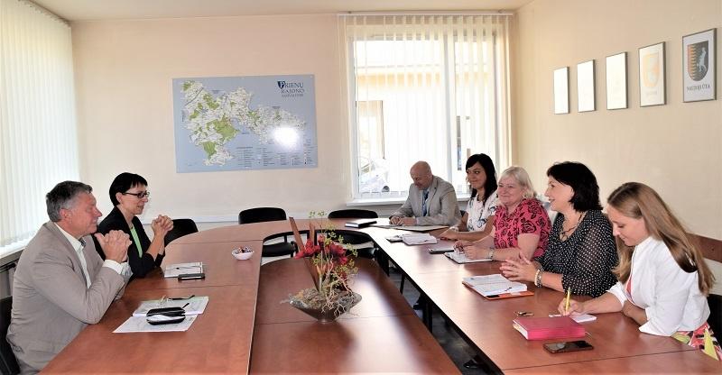 Prienų rajono ir Birštono savivaldybių atstovų pasitarimas dėl viešojo transporto paslaugų