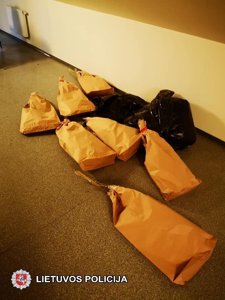 Kazlų Rūdoje aptiktos dvi laboratorijos, sulaikyti trys įtariamieji