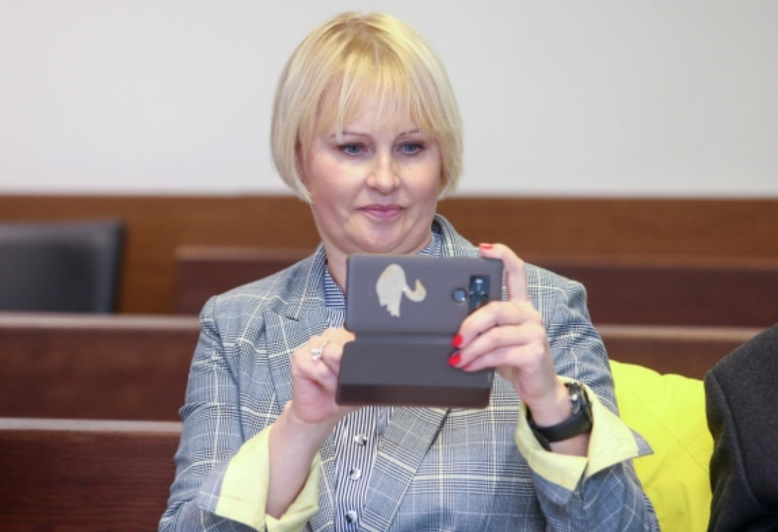 R. Janutienės bylą dėl šmeižto nagrinėjantis teismas prašo VRK naikinti jos neliečiamybę