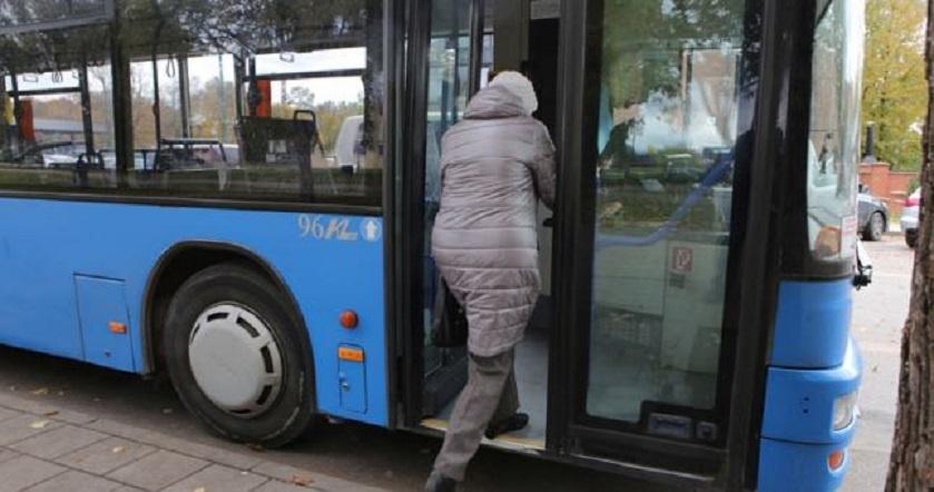Autobusai stringa kamščiuose