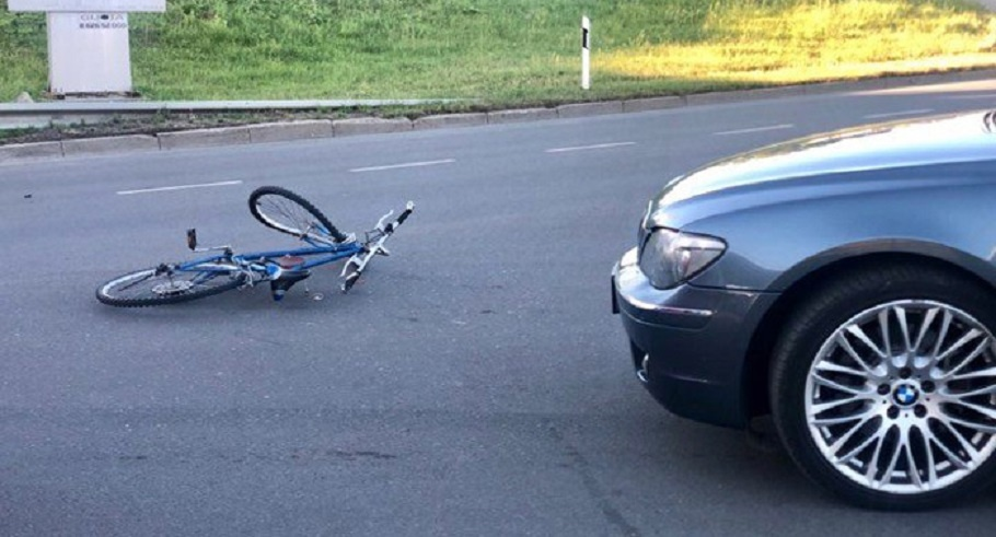 Susidūrė su nepilnamečiu dviratininku ir nuvažiavo