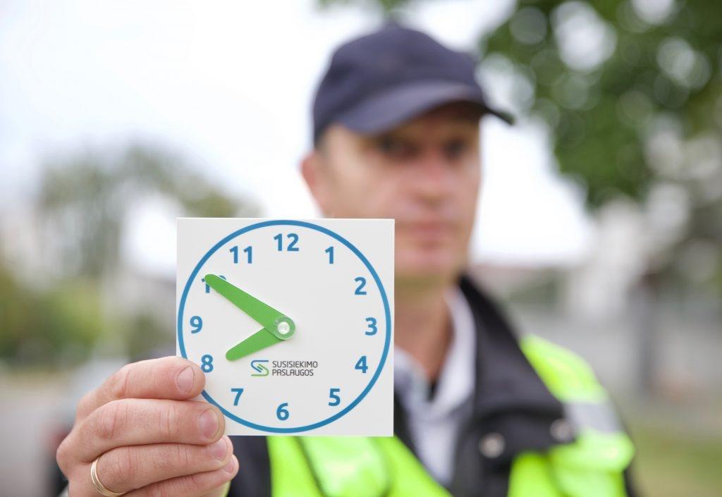 """Vilniuje per metus dvigubai daugiau """"Tėvelių stotelių"""" – ar vairuotojai jas naudoja pagal paskirtį?"""