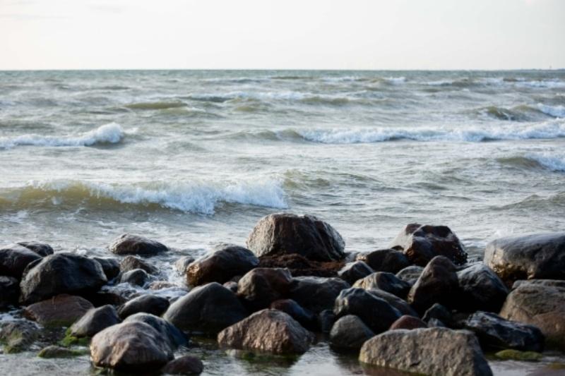 Jūroje prie Klaipėdos atnaujinta iš jachtos iškritusio asmens paieška
