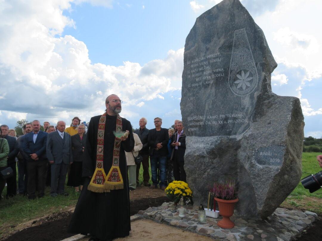 Kaimo gyventojus primins paminklinis akmuo