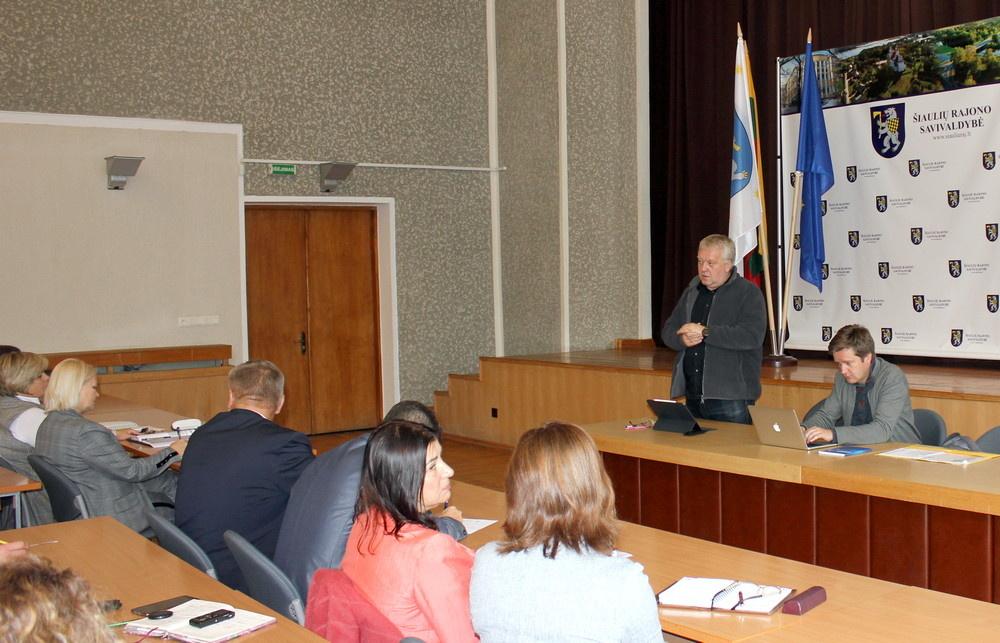 Diskutuota apie biudžetinių įstaigų ir nevyriausybinių organizacijų konkurenciją
