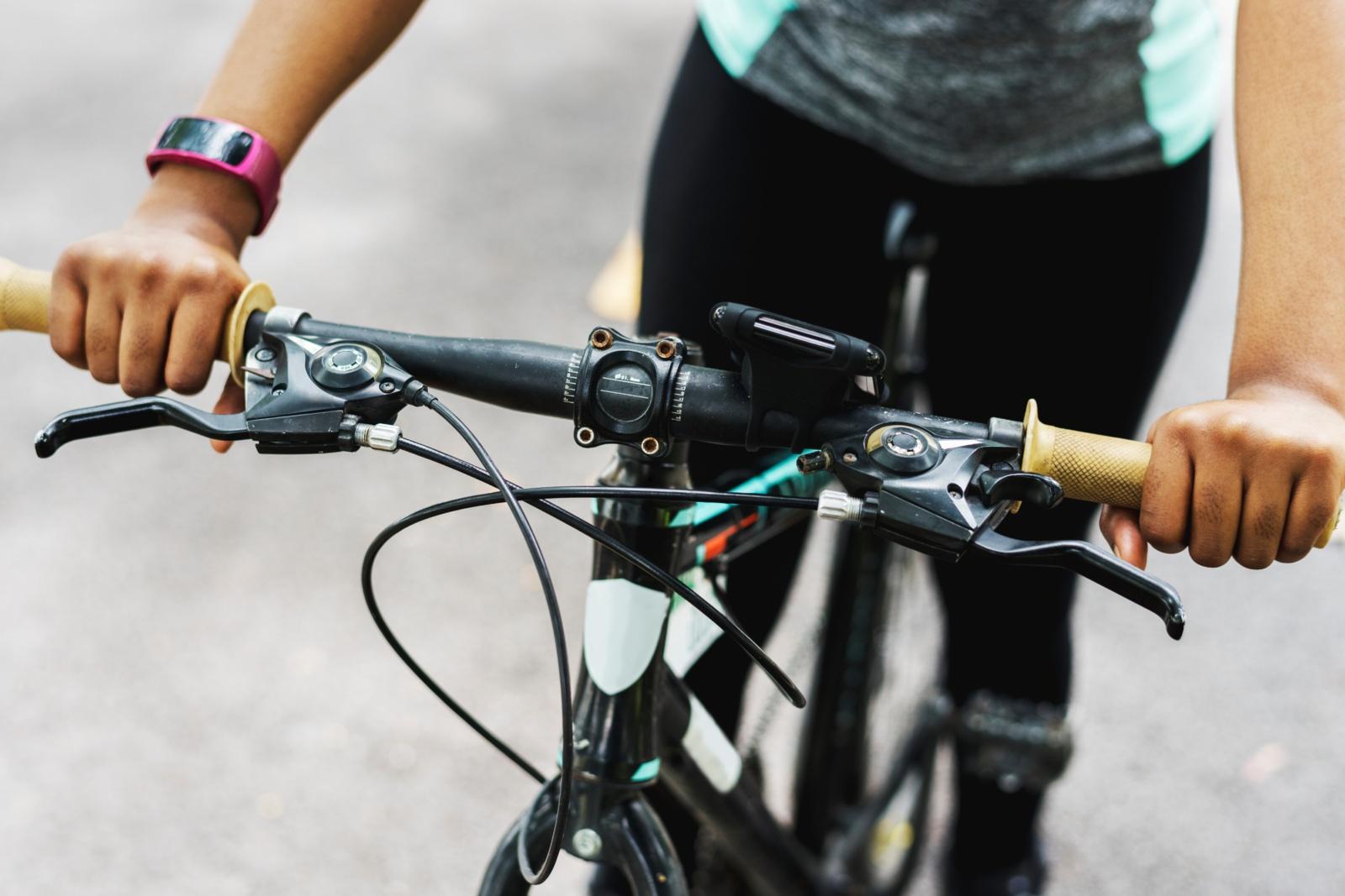 Siūlo leisti dviratininkams šviesiuoju paros metu važiuoti be liemenių
