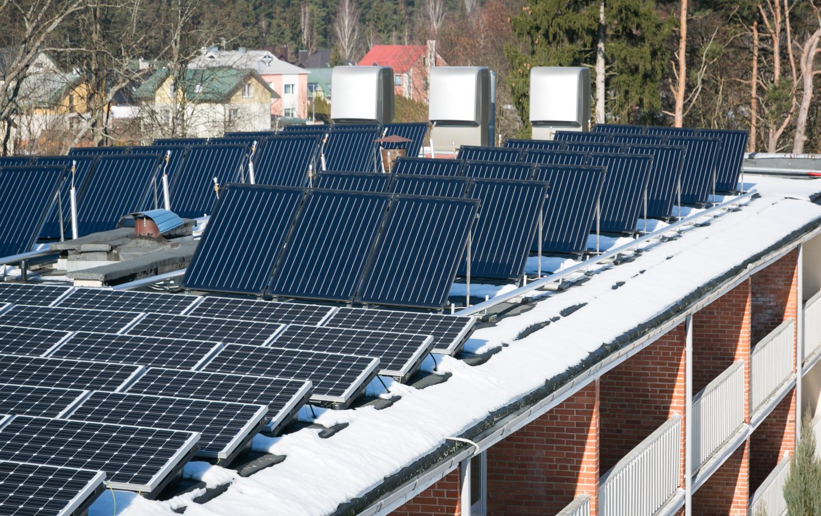 Saulės elektrinės – ant mokyklų, darželių, sveikatos priežiūros ir kitų viešojo sektoriaus įstaigų stogų