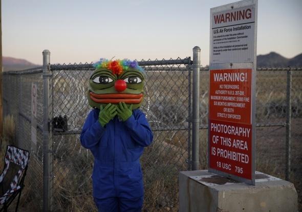 """Nevados dykumoje prie """"Area 51"""" karinės bazės susirinko tūkstančiai """"ateivių ieškotojų"""""""
