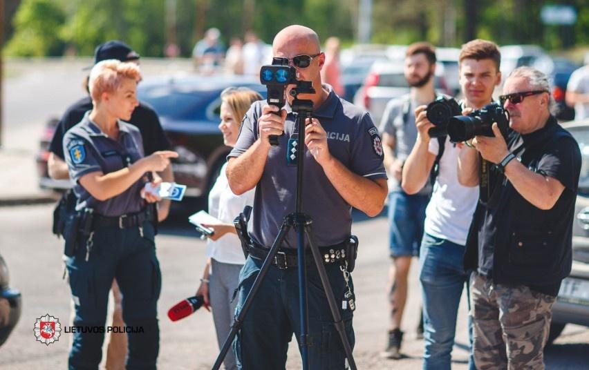 Policija pristatė naujos kartos greičio matavimo prietaisus