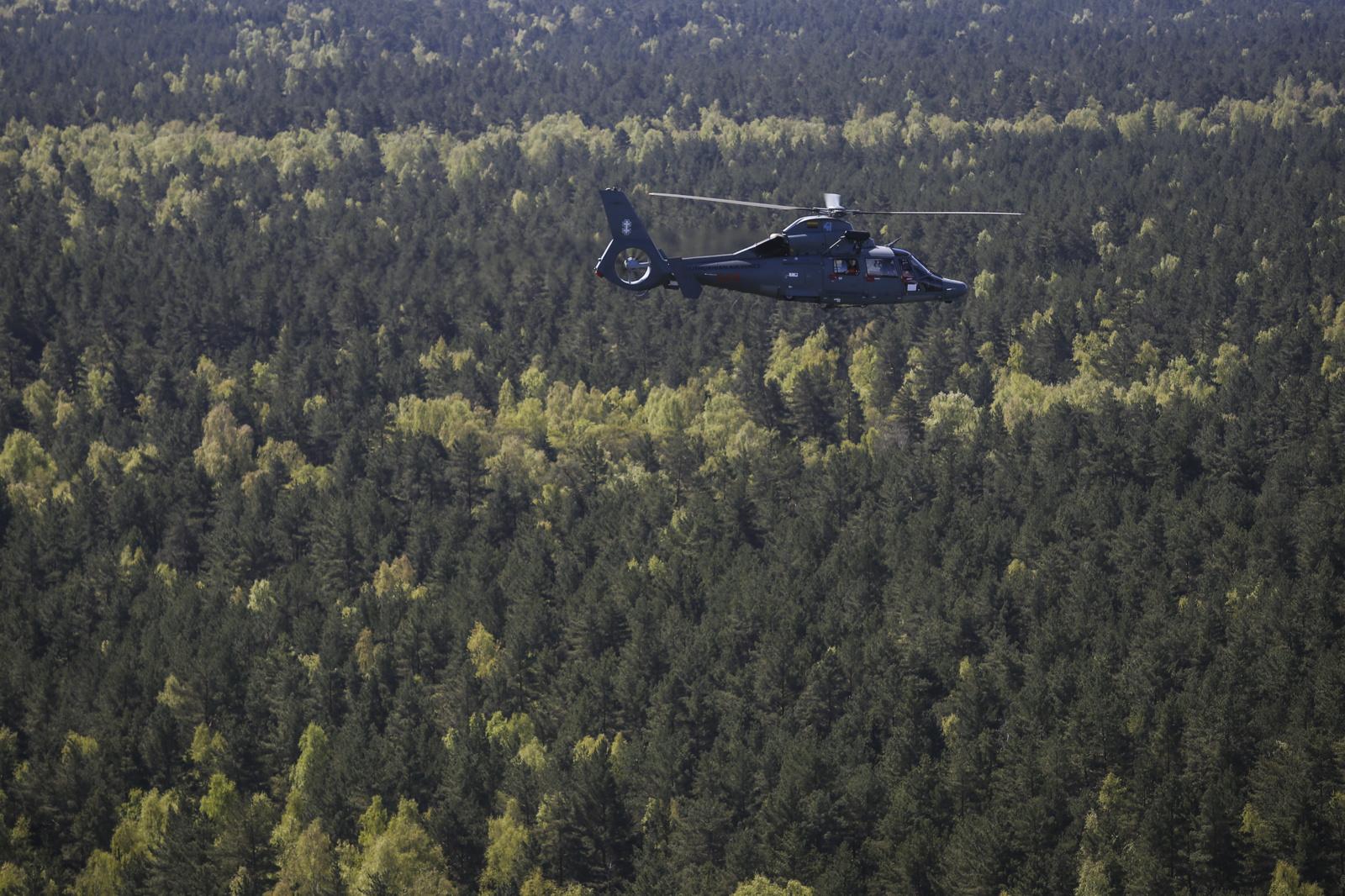 Kariuomenės sraigtasparnis naktį ieškojo dingusių žmonių