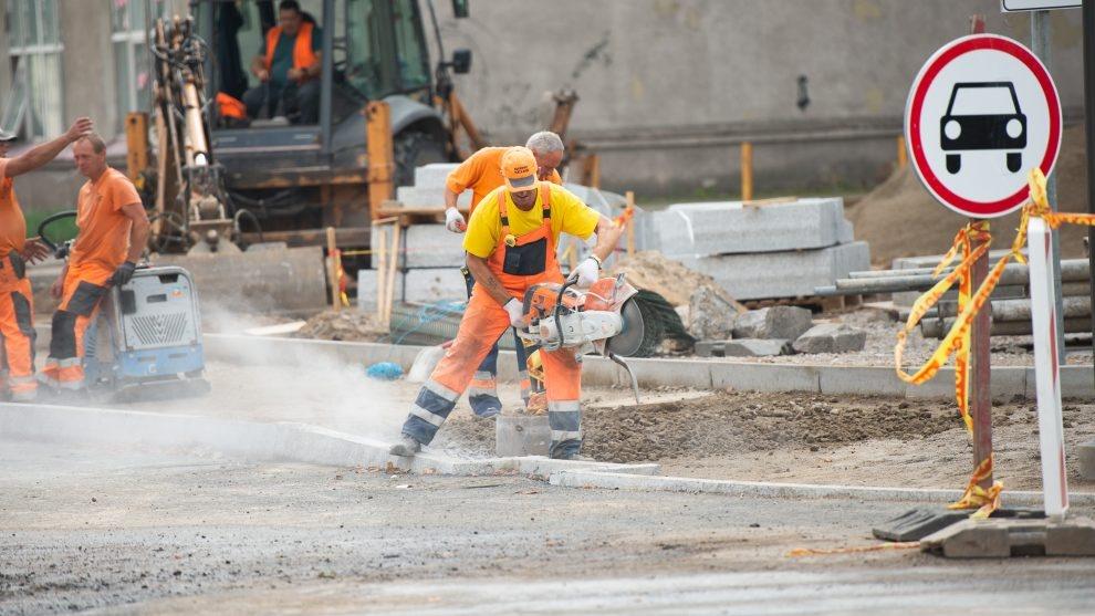 Gatvių tvarkymo darbai koreguoja transporto eismą Kauno centre