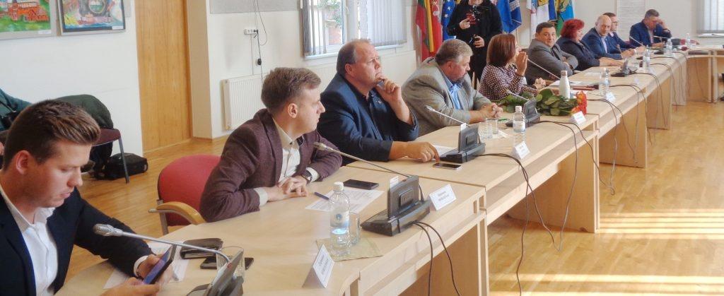 Viename posėdyje Savivaldybės taryba priėmė 32 sprendimus. Kokie jie?