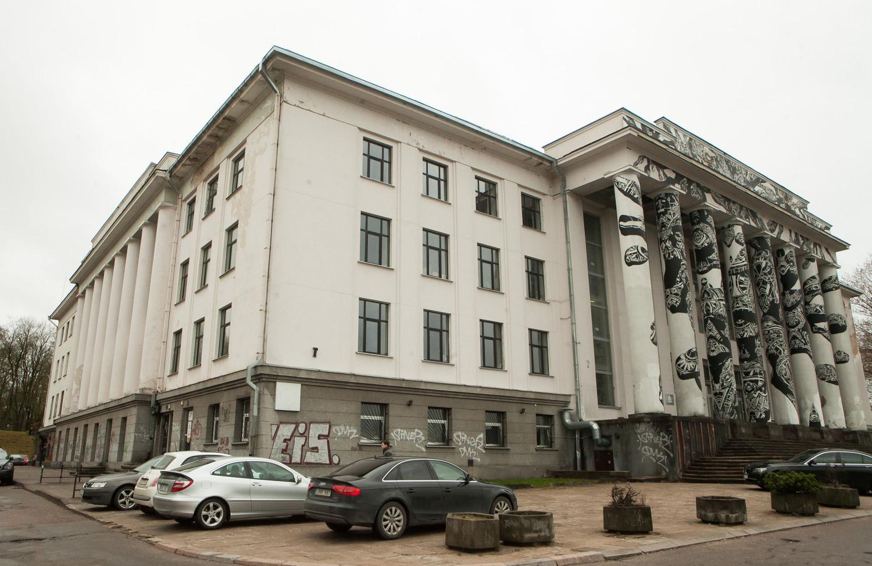 Istorinis įvykis sostinėje: bus pradėti Profsąjungų rūmų griovimo darbai