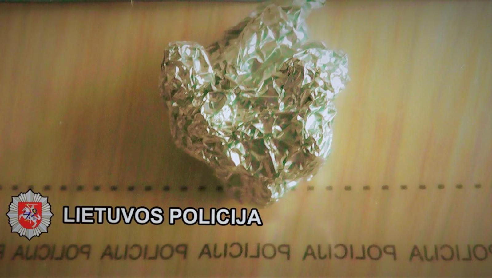 Vilniuje sulaikyti galimai narkotinių medžiagų turėję vyras ir moteris