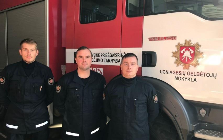 Iš svetur sugrįžę emigrantai renkasi ugniagesio gelbėtojo specialybę
