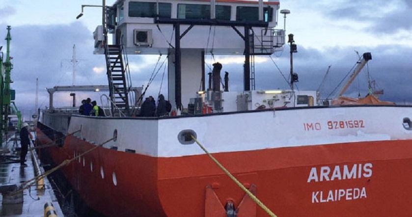 Lietuvos laivas Prancūzijoje kliudė du tiltus