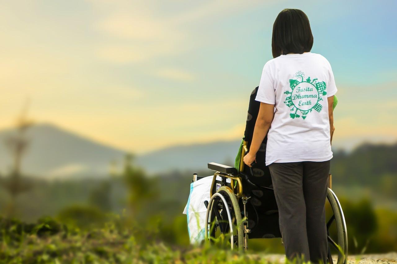 Pradedama teikti asmeninio asistento paslauga neįgaliesiems